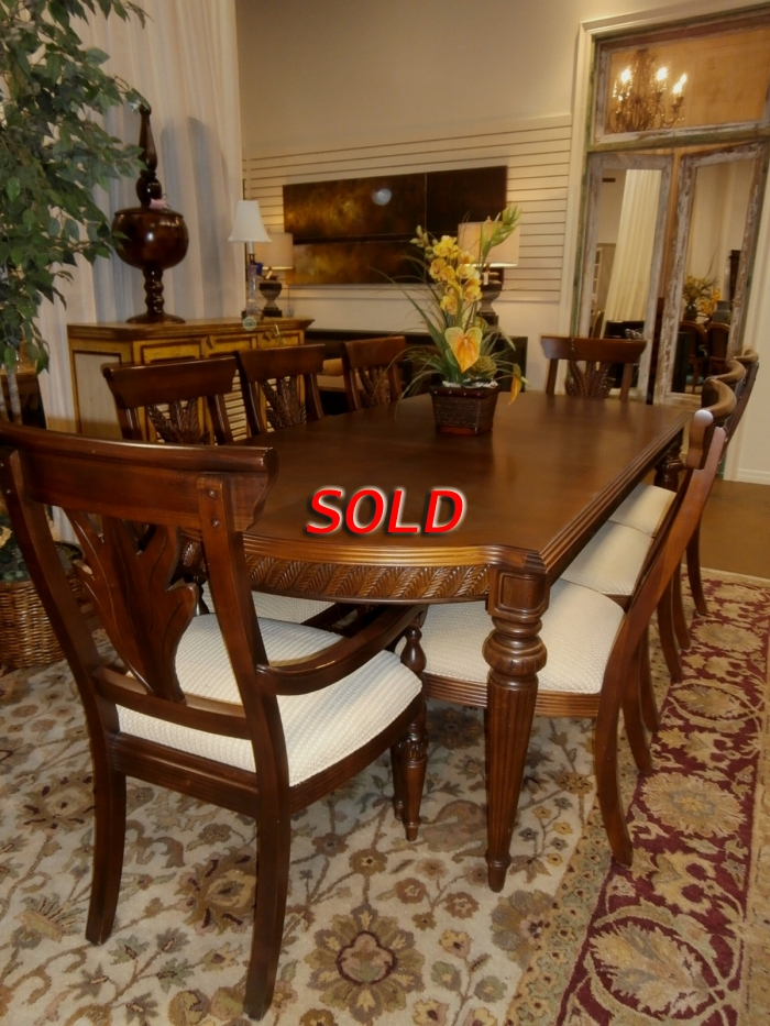 Thomasville Dining Table & Chairs at The Missing Piece